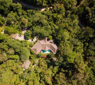 Casa Brisas del Cabo   Aereal view   House in to the Woods   Alvarez Arquitectos   Malpais, Costa Rica